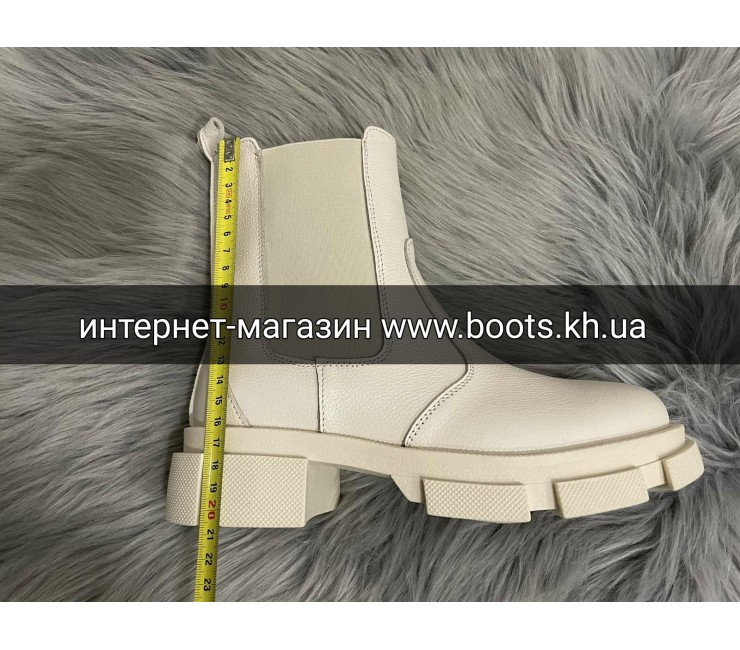Женские демисезонные бежевые ботинки челси