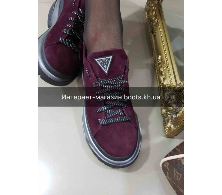 Женские замшевые кроссовки на платформе GUESS