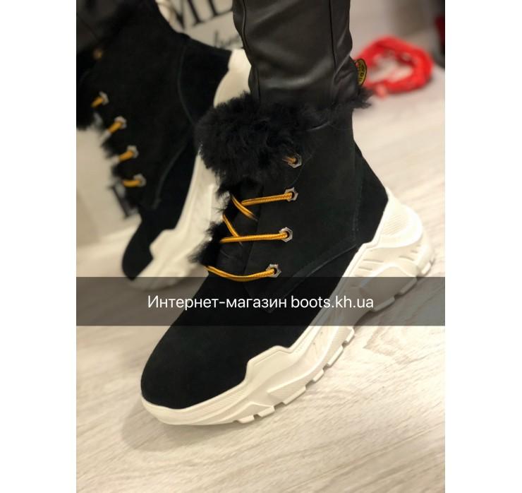 Зимние замшевые ботиночки в стиле UGG